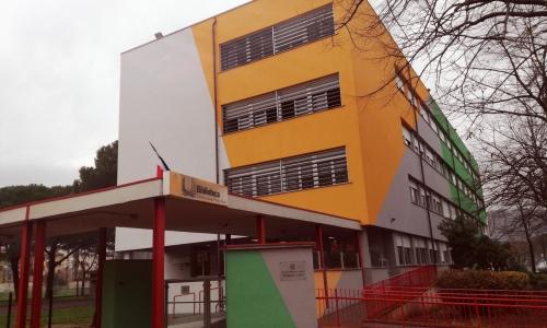Esterno della scuola secondaria di primo grado Lippi